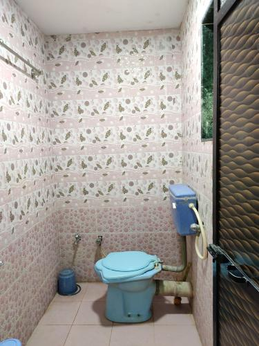 Anandi Home Stay - Toilet and Bathroom